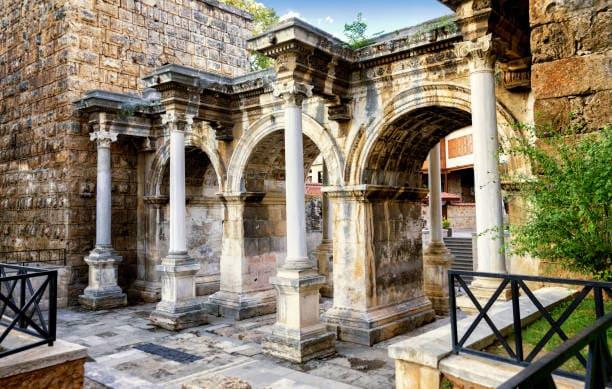 Ворота Андриана в Анталии