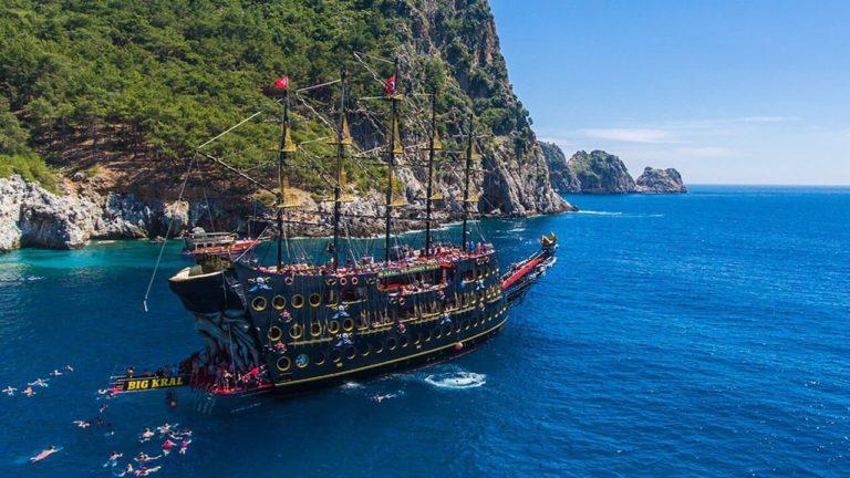 Пиратский корабль в Алании