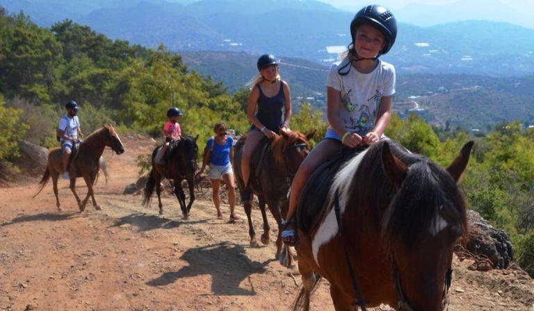 На лошадях в Сиде
