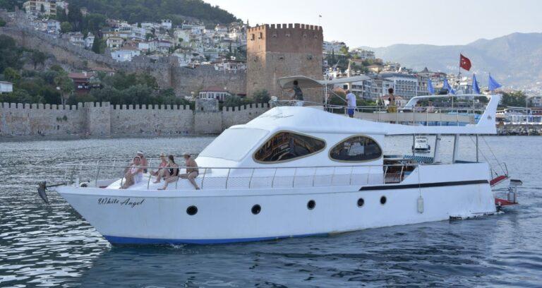 Яхта в Алании