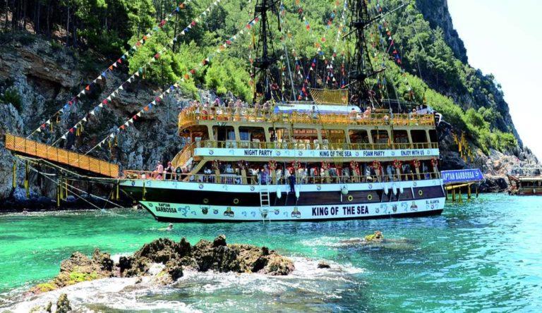 Пиратская яхта в Сиде