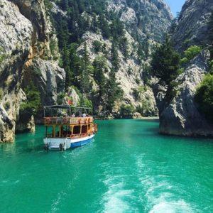 На лодке к плотине Оймапинар