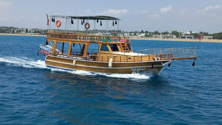Деревянная яхта в Сиде