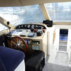 Капитанская рубка на яхте в Анталии