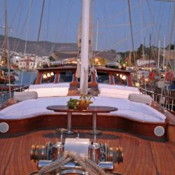 Яхта в Мармарисе Гулера